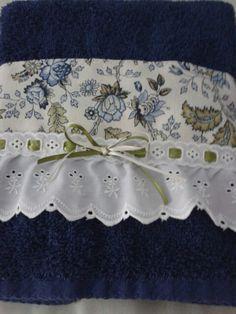 Toalla decorada con tela y tira bordada y listón! Más
