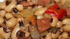 Black-eyed peas grab some heat and spice from jalapeno peppers and cumin in this flavorful slow cooker preparation that also includes diced ham, bacon, bell peppers, onion, and garlic. Crock Pot Slow Cooker, Crock Pot Cooking, Slow Cooker Recipes, Crockpot Recipes, Cooking Recipes, Crockpot Veggies, Crockpot Dishes, Pea Recipes, Spicy Recipes