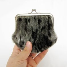 Seal Skin Framed Coin Purse in the dark shade. Skin Craft, Top Top, Leather Bags, Leather Working, Seal, Sewing Projects, Coin Purse, Fur, Purses