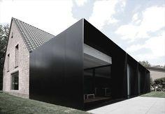 PLASTOLUX keep it modern  House DS in Destelbergen by G