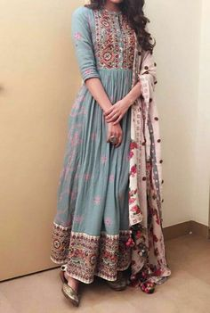 Indian Gowns Dresses, Indian Fashion Dresses, Indian Designer Outfits, Indian Dresses For Women, Outfit Designer, Casual Indian Fashion, Flapper Dresses, Indian Fashion Designers, India Fashion