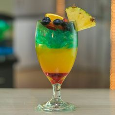 Pineapple Vodka, Pineapple Slices, Orange Slices, Banana Cocktails, Fruity Cocktails, Rainbow Cocktail, Alcoholic Drinks, Drinks Alcohol, Tipsy Bartender