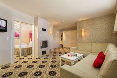 Honeymoon-Suite Typ A - Wohnzimmer mit Kamin Hotel Alpen, Spa, Corner Bathtub, Room, Environment, Fireplace Living Rooms, Luxury, Bedroom, Rooms