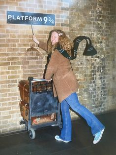 I don't think there's anything more British than Harry Potter apart from the Queen I guess. Harry Potter has been a big success from the books to the films and now London is full of places to disappear into the wizarding world, from afternoon teas to some locations from the films. Get Tickets, Ticket Stubs, Harry Potter Experience, Harry Potter London, Making Of Harry Potter, Alnwick Castle, Harry Potter Studios, Warner Bros Studios, Beautiful London