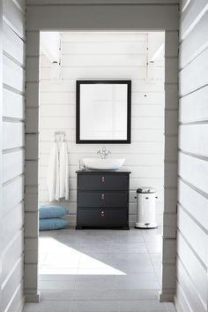 Rustic bathroom series Svea Dalstorp from Svedbergs. Bathroom Furniture, Bathroom Interior, Bathroom Inspiration, Interior Inspiration, Bathroom Ideas, Old Stone Houses, Black Shower, Rustic Bathrooms, Bathroom Toilets