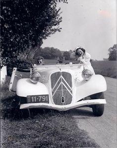Auto Retro, Retro Cars, Vintage Cars, Antique Cars, Psa Peugeot Citroen, Citroen Car, Classic European Cars, Classic Cars, Morgan Cars