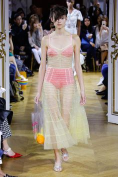 See the complete John Galliano Spring 2018 Ready-to-Wear  collection.