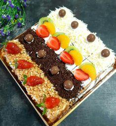 Bolu Cake, Petit Cake, Snack Recipes, Dessert Recipes, Chocolate Cheesecake Recipes, Square Cakes, My Dessert, Cake Decorating Techniques, Pastry Cake