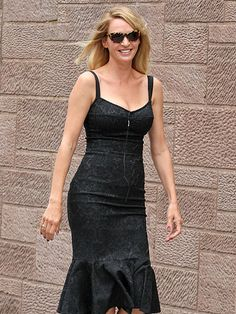 From her figure-hugging black dress to her demure, patterned cat-eye sunnies, Uma Thurman's style is elegantly chic!