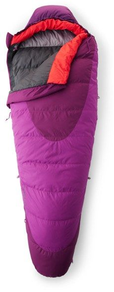Lightweight and compressible with exceptional loft, the Kelty Cosmic 20 women's sleeping bag is filled with water-resistant DriDown™ for all-weather reliability. Hiking Gear Women, Down Quilt, Race Around The World, Long Underwear, Camping Lanterns, Camping Gear, Outdoor Camping, Sleeping Bag, Cosmic