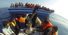 Marinha italiana resgata mais de mil imigrantes africanos no Natal
