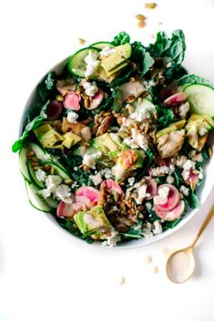 Greens & Avocado Toast Salad with Radishes, Feta, Toasted Pumpkin & Sunflower Seeds, Pickled Shallots, Bread + Lemon Tahini Dressing Easy Salads, Easy Meals, Avocado Toast, Avocado Salads, Clean Eating, Healthy Eating, Healthy Lunches, Healthy Salad Recipes, Soup And Salad