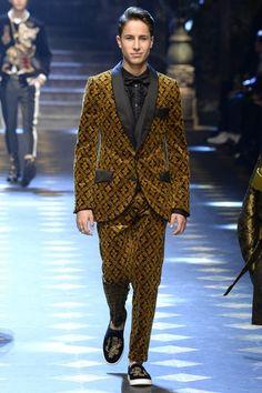 Dolce & Gabbana Fall 2017 Menswear Fashion Show Collection Marcus Butler, Gentlemans Club, Der Gentleman, Gentleman Style, Cameron Dallas, Milan Fashion, Fashion Show, Mens Fashion, Luxury Lifestyle Fashion