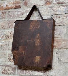 idea for the kitchen: hanging the cutting board with a leather strap