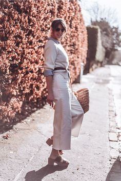 All white in cashmere and denim culottes with a leather knot belt, basket bag and Fitflop pilar clog sandals Denim Culottes, Clog Sandals, Basket Bag, Fitflop, Knot, Cashmere, Essentials, Spring, Leather
