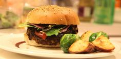 These healthy vegetarian burgers are filling and absolutely delicious with aside of roasted veggies or potatoes! Cheap Food Processor, Food Processor Uses, Food Processor Recipes, Vegetarian Burgers, Vegetarian Recipes, Healthy Recipes, Blender Recipes, Veggie Burgers, Vegan Meals