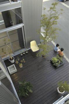 フクシアンドフクシ建築事務所 の オリジナルな バルコニー&ベランダ&テラス 桂木の家