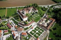 Castle Hotels & Mansions - Historic Hotels & Restaurants in Central Europe Central Europe, Slovenia, Croatia, Special Events, Castle, Germany, Italy, Restaurant, Mansions