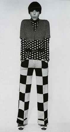 Peggy Moffit vistiendo Op-art