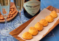 Гужеры (фр. gougères) представляют собой особый вид выпечки из заварного теста с добавлением сыра. Эта закуска просто создана, чтобы сопровождать вино, ведь сыры…