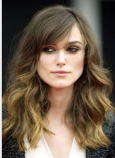 Keira Knightley Haircuts for Thick Wavy Hair Not this color but this cut with the color you showed me earlier. Haircut For Big Forehead, Haircut For Square Face, Square Face Hairstyles, Haircuts For Long Hair, Hairstyles With Bangs, Cool Hairstyles, Curly Haircuts, Gorgeous Hairstyles, Braided Hairstyles