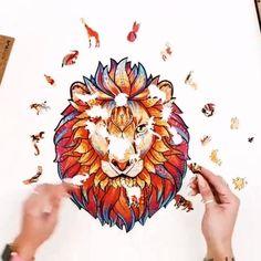 Con estos exclusivos rompecabezas de madera podrás divertirte durante horas. Perfectos para relajarse y evitar el aburrimiento durante esta temporada. Los puzles de madera relajan la mente y activan tu creatividad. Un regalo original para niños y adultos que aportará diversión a tu hogar. Hama Beads, Diy, Crafts, Animals, Wooden Animals, Crochet Animals, Mixing Paint Colors, Elves Fantasy, Wooden Puzzles