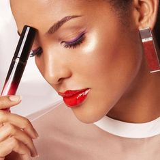 Buildable shine + color intensity = L'Absolu Lacquer