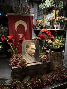 We commemorate Mustafa Kemal Atatürk with respect and longing. Lock Screen Backgrounds, Great Backgrounds, Premier Ministre, Pokemon, Most Beautiful Wallpaper, Background Images, Art History, Iphone Wallpaper, Cool Photos