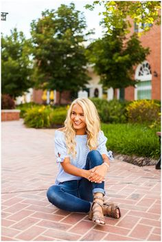 louis_town and country_senior_session stl senior photos Summer Senior Pictures, Senior Photos Girls, Senior Girl Poses, Senior Girls, Senior Session, Senior Picture Poses, College Senior Pictures, Photo Poses, Outfits For Senior Pictures