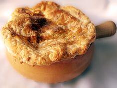 vitel inabusit in vin, sub crusta rumena Apple Pie, Desserts, Handmade, Food, Easy Recipes, Hand Made, Meal, Deserts, Essen