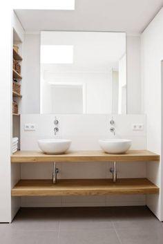 Familienbad mit Wasch-Trögen : moderne Badezimmer von in_design architektur