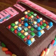 Funny pictures about Candy Crush Cake. Oh, and cool pics about Candy Crush Cake. Also, Candy Crush Cake. Candy Crush Saga, Festa Do Candy Crush, Candy Crush Cakes, Pretty Cakes, Cute Cakes, Beautiful Cakes, Yummy Cakes, Amazing Cakes, Beautiful Flowers