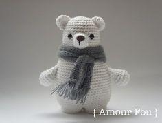 Вязаный полярный медведь Леопольд от {Amour Fou}. Размер - около 15 см при использовании крючка № 3. Мишка на фото связан из пряжи 100...