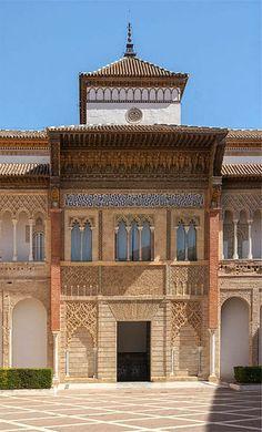 Al-Ándalus / الأندلس / Medieval Islamic Spain (Archaeo) - El Real Alcázar de Sevilla Renaissance Architecture, Islamic Architecture, Historical Architecture, Beautiful Architecture, Alcazar Seville, Portugal, Seville Spain, Amazing Buildings, Moorish