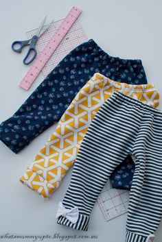 What's Mummy Up To .: When the fabric comes before the project plan - Sweat-pa. What's Mummy Up To …: When the fabric comes before the project plan – Sweat-pant leggings Tut Baby Sewing Projects, Sewing Projects For Beginners, Sewing For Kids, Sewing Tutorials, Tutorial Sewing, Tote Tutorial, Sewing Clothes, Doll Clothes, Dress Sewing