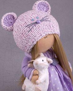 Hallo, beste bezoeker!  Dit is de handgemaakte zachte pop gemaakt door Master Alena Raduga (Moskou, Rusland).  Pop is 30 cm (11,8 inch) hoog.  Poppen en speelgoed zijn gemaakt van hoogwaardige materialen - Europese poppen stof en/of Amerikaanse 100% katoen. Gebreide elementen zijn gemaakt van wol en/of mohair. Alle materialen zijn zacht en prettig aanvoelt. Hoofdtekst is naaide van speciale Europese weefsel voor poppen en speelgoed. Het sterk houdt van vorm en heeft natuurlijk lichaam kleur…