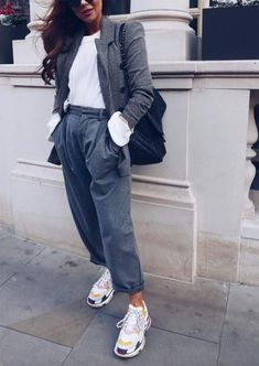 ideas style frauen sneaker for 2019 Fashion Models, Look Fashion, Womens Fashion, Fashion Outfits, Fashion News, Fashion Trends, Sneaker Outfits, Suits And Sneakers, Sneakers Fashion