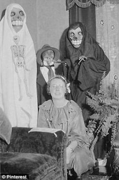 What, no super heroes and sexy nurses? Vintage photographs show bizarre and inventive Halloween costumes from a giant pair of eyes to a pork chop Halloween Retro, Old Halloween Costumes, Vintage Halloween Photos, Halloween Items, Halloween Pictures, Creepy Halloween, Halloween Club, Creepy Costumes, Victorian Halloween