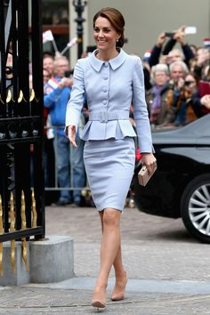 See what Catherine, the Duchess of Cambridge is wearing. Kate Middleton Wedding, Kate Middleton Outfits, Kate Middleton Style, Pippa Middleton, Princess Kate, Princess Charlotte, Duchess Kate, Duchess Of Cambridge, Prince William And Catherine