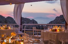 Romantic Atmosphere for a Wedding in Capri by the sea - Design by Capri Moments #weddingcapri #capri #caprimoments #capriwedding #destinationwedding #weddingbythesea #tablescape #tabledecor #receptiondinner #italianwedding #italywedding