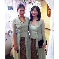 From: http://batik.larisin.com/post/134642503773/kutubaru-kebaya-kebayamodern-kebayawisuda