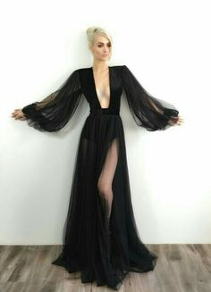 Absolutely flawless black, long sleeve evening gown with plunging neckline desig. - Absolutely flawless black, long sleeve evening gown with plunging neckline desig… Source by supergazeebo - Evening Gowns With Sleeves, Evening Dresses, Prom Dresses, Black Evening Gowns, Afternoon Dresses, Flapper Dresses, Dress Outfits, Fashion Dresses, Dress Up