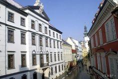Bratislava ponúka stáže pre študentov,ich pomoc využila aj v minulosti - Školstvo - SkolskyServis.TERAZ.sk Bratislava, Portal, Multi Story Building, Street View