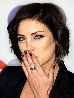 jessica stroup - piecey bob curled