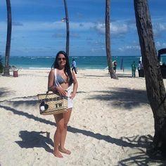 Clique 🔝 Recebido de nossa cliente Linda @tatiwestin , arrasado na Praia do Bávaro em Punta Cana com a nossa Bolsa de Palha Ibiza Tekana☀️❤️ !!! Obrigada Tati pelo carinho! #bolsadepalha #bolsadepraia #bolsacustomizada #bolsadepraia #sea #mar #beach #summer #verao #verao2017 #summer17