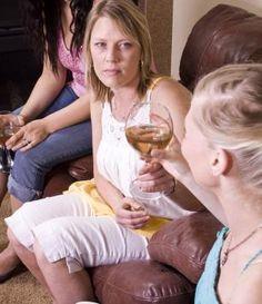 Pubers en alcohol. Vanaf welke leeftijd mag een kind alcohol drinken? Mag je dochter of zoon een aperitief proeven tijdens de feestdagen? En welke afspraken kan je hierover maken? www.groeimee.be