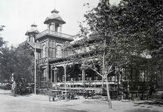 1885, Országos Általános Iparkiállítás a Városligetbeen, Dobos (a dobostorta atyja) nagyvendéglő a mai Ajtósi Dűrer sor és Stefánia út sarkánál.