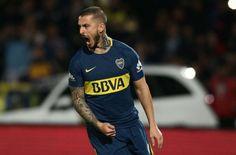 """Wallpaper HD de Dario """"el pipa"""" Benedetto el goleador de Boca Juniors Messi, Neymar, Soccer, Roman, Tattoo Ideas, Tattoos, Sports, Gold, Blue"""