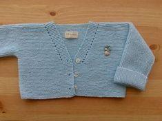 En estetutorial voy a explicar como hacer una chaqueta para bebé de una pieza y que luego nos puede servir como base para conseguir distintos modelossolamente haciendounos pequeños cambios. Edad…