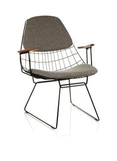 Cees Braakman . wire lounge chair FM06, ontworpen voor Pastoe. Deze draadfauteil is te zien in de showroom van De Huisgenoten.